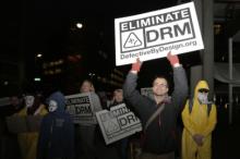 Protesto em março passado, em frente a um encontro da W3C - Foto da ANSOL