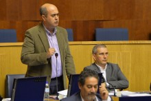 Roberto Almada e Rodrigo Trancoso argumentam que a adopção da Língua Gestual Portuguesa na transmissão dos plenários online da Assembleia Legislativa é uma medida de inclusão extremamente importante