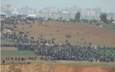 Milhares de palestinianos na Marcha do Retorno, em Gaza. Fotografia: ActiveStills.org