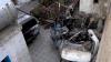 Imagem do carro de Zemari Ahmadi destruído no pátio da sua casa.
