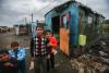 Comunidade cigana expulsa do centro de Miercurea Ciuc e levada a viver perto de uma estação de tratamento de esgotos. Roménia, maio de 2013. Foto de Andreea Tanase, publicada pelo EEB.