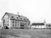 Internato de Marieval para crianças indígenas. Foto de Societe historique de Saint-Boniface.