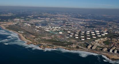 Imagem aérea da refinaria de Matosinhos.