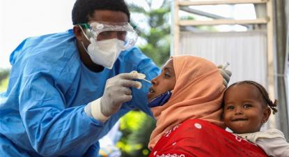 Testes em Hospital de Adis Abeba, Etiópia. Foto em www.africa.cgtn.com, de Xinhua/Michael Tewelde
