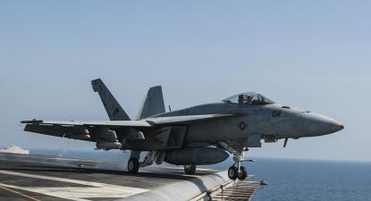 Avião de guerra dos EUA estacionado perto da Síria e Iraque. Foto US Navy/Flickr.