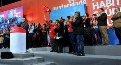 Momentos finais da Convenção, com os membros da nova Mesa Nacional reunidos no palco. Foto de Paulete Matos