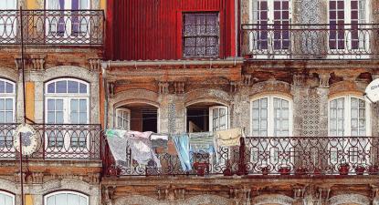 Edifícios antigos no Porto
