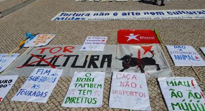 Cartazes do Bloco na marcha animal.
