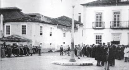 Praça Stephens ocupada. Fotografia: 18janeiro1934.blogspot.pt