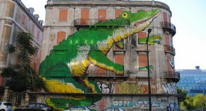 Prédio na Avenida Fontes Pereira de Melo. Foto de Leandro Neumann Ciuffo/Flickr.