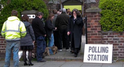 Fila para votar, Reino Unido, 2010. Foto de Ruth_W/Flickr.