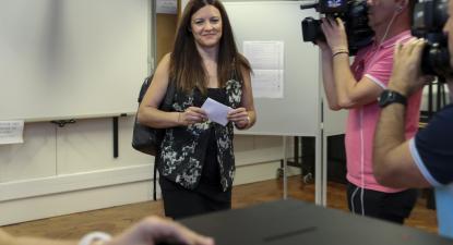 Marisa Matias na mesa de voto em Coimbra, 26 de Maio. Foto de Paulo Novais/Lusa.