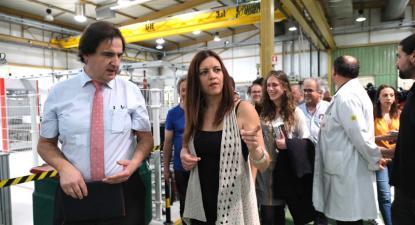 Marisa Matias em visita à Huf.