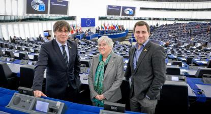 Carles Puigdemont, Clara Ponsati e Toni Comín.