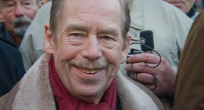 """""""Vaclav Havel sorrindo"""", primeiro presidente da República Checa – Foto de jamretsam324, 2008, licenciado sob CC BY-NC 2.0"""