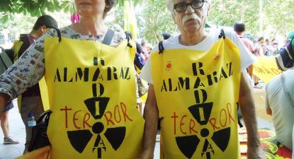 Manifestantes contra o funcionamento da central nuclear de Almaraz em 2017.