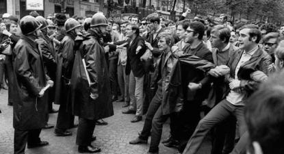 3 de maio de 1968 - estudantes enfrentam os CRS, a polícia de choque francesa