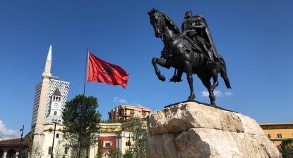 Estátua de Skënderbeu em Tirana,
