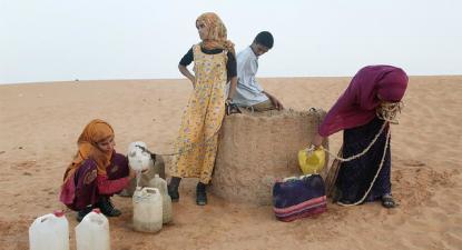 Refugiados saharauis no campo de Dahkla.