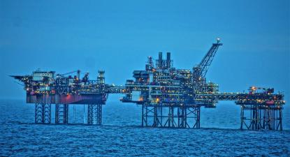 Plataforma de extração de petróleo. Foto de chumlee10/Flickr.