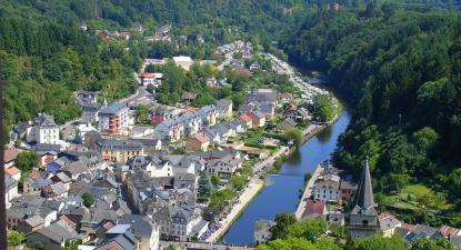 Vista da localidade de Vianden no Luxemburgo onde opera o SP Group acusado de abusos a trabalhadores portugueses e brasileiros.
