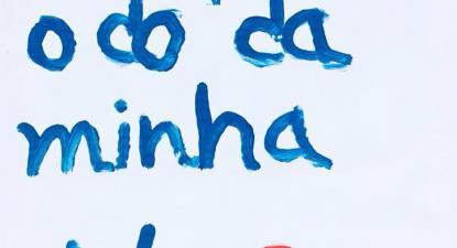 """""""Eu perdi o dó da minha viola"""". Pancarta dos protestos de 6 de abril."""