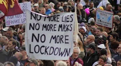 Manifestação anti-confinamento em Londres. Setembro de 2020. Foto de Steve Eason/Flickr.