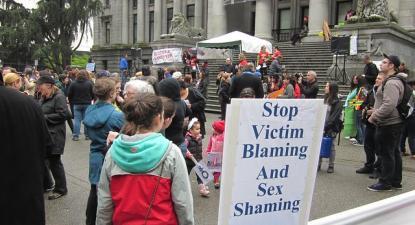 Cartaz na Slutwalk de Vancouver em 2011.