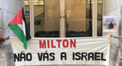Faixa à porta do Coliseu de Lisboa a apelar ao boicote a Israel de Milton Nascimento.