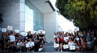 Trabalhadores do Opart frente ao Teatro Camões.