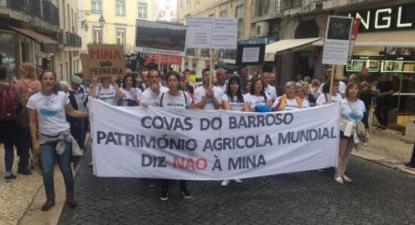 """Manifestação contra a mina de Lítio em setembro de 2019. Foto do Facebook do """"Não à mina, sim à vida""""."""