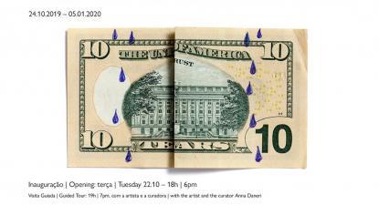 """Cartaz da exposição """"Your money and your life"""" de Claire Fontaine."""