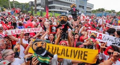 Vigília pela liberatação de Lula em Curitiba no fim do mês passado.