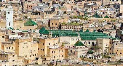 Mesquita Qarawiyyin, Fez, imagem recortada para destacar a mesquita, Foto de xiquinhosilva de Cacau (recortada por Robert Prazeres)/wikimedia