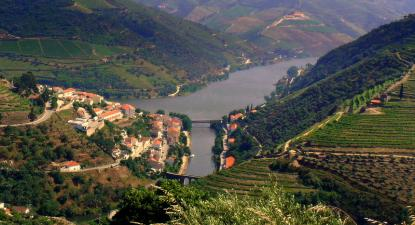 Alto Douro Vinhateiro – foto de Joaomartinho63/wikipedia