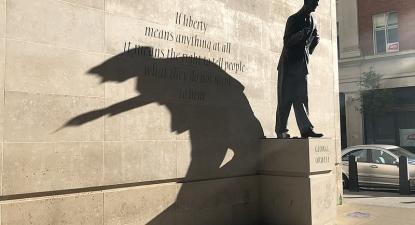 Estátua a George Orwell. Foto de Ben Sutherland/Flickr.