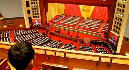 Guarda assistindo à declaração final do 18º Congresso do Partido Comunista Chinês. Beijing, novembro de 2012.