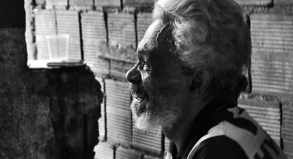 Morador da favela da Rocinha, janeiro de 2013. Foto de João Lima/Flickr.