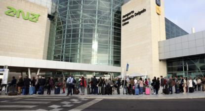 "Sitava desafia a ANA a ""voluntariar-se"" para aumentar os salários. Aeroporto Humberto Delgado - Foto da CGTP"