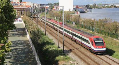Alfa Pendular Lisboa-Porto em Vila Franca de Xira, 15 de abril de 2019 – Foto Peter Boere/flickr