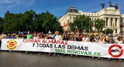 """""""Encerrar Almaraz e todas as demais"""" - faixa da manifestação realizada em Madrid - Foto esquerda.net"""