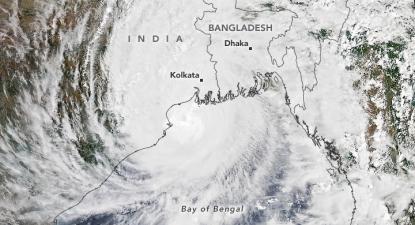 Super ciclone Amphan atinge a Índia e Bangladesh, no dia 20 de Maio de 2020. Fotografia por Earth Observatory/NASA.