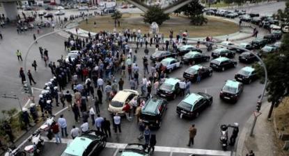 """Taxistas não desmobilizam e continuam em protesto """"por tempo indeterminado"""""""