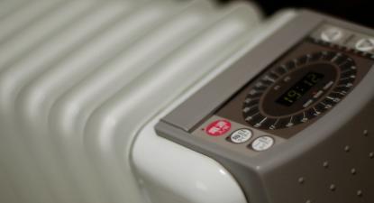 """""""O que se paga em eletricidade durante uma semana de um aquecedor a óleo ligado é superior ao seu custo"""", alerta a Zero – Foto de  takuhitofujita/Flickr"""