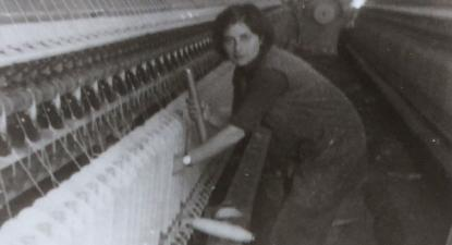 Ana Rosenheim a trabalhar na fábrica de lanifícios na Covilhã, 1973.