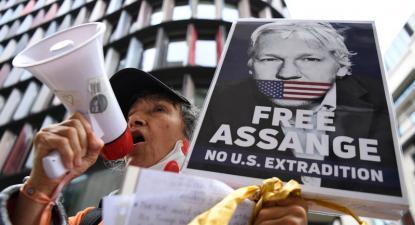 Manifestação à porta do tribunal de Londres a 7 de setembro.