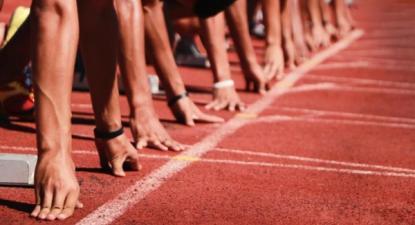 Se as restantes modalidades não tiverem acesso aos mesmos apoios que o desporto milionário, viverão eternamente numa corrida desproporcional, no qual o futebol arranca a 100m da meta e os outros desportos a 42km - Foto de desportotransmontano.com