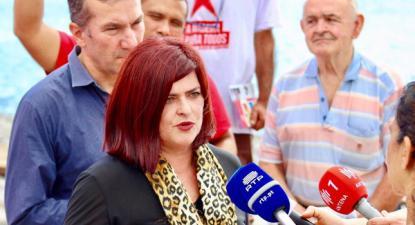 Luísa Santos, segunda candidata às eleições regionais da Madeira, acompanhada por Paulino Ascenção, cabeça de lista