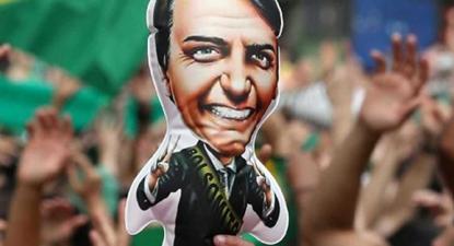 Para entender a ascensão de Bolsonaro à Presidência, o historiador Daniel Aarão Reis destaca três dimensões: as tradições estruturais do autoritarismo no Brasil, a longa conjuntura (a partir do processo de redemocratização até 2018) e a conjuntura curta (a eleição presidencial propriamente)