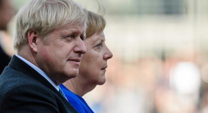 Boris Johson em visita a Angela Merkel, Berlim, 21 de agosto de 2019. Foto: Clemens Bilan/EPA/Lus